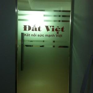 Dán decal kính mờ tại Báo Đất Việt - Cầu Giấy